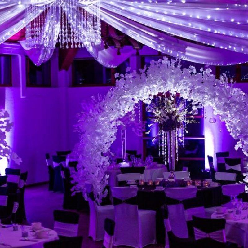 dekofee_lena_Hochzeitsdeko_schwarz_weiss_Stuhlhussen